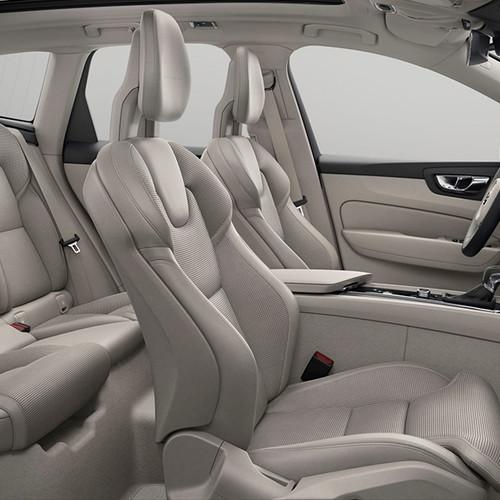 Volvo XC60, seitliche Innenansicht, Lederausstattung hell