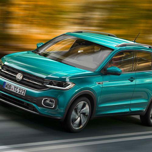 VW T-Cross, Halbseitenansicht von vorn, fahrend, grau