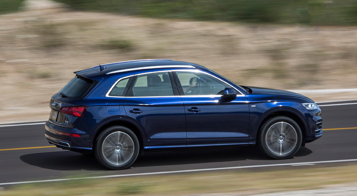 """""""Navarrablau Metallic"""" wirkt optimal. Die Lackierung kostet zwar 900 Euro extra, ist aber nicht die teuerste im Angebot des Audi Q5-Konfigurators."""