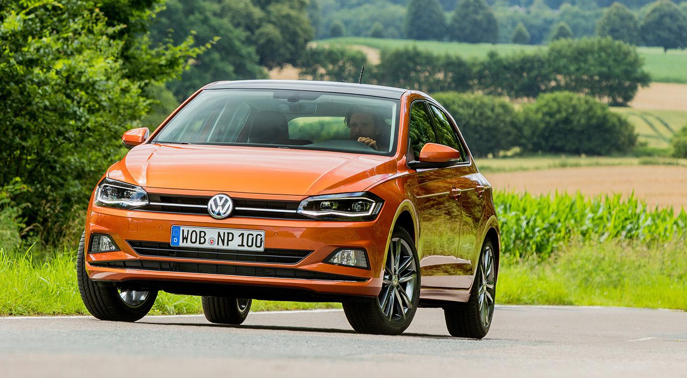 """Steht ihm: """"Energetic Orange Metallic"""" finden wir als Wagenfarbe für unseren VW Polo tatsächlich passend."""