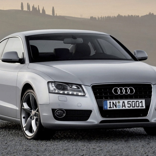 silberner audi a5 als coupe