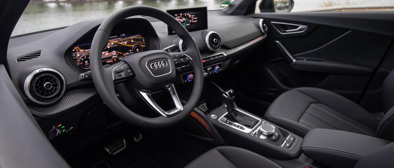 Audi Q2, seitliche Innenansicht, Cockpit