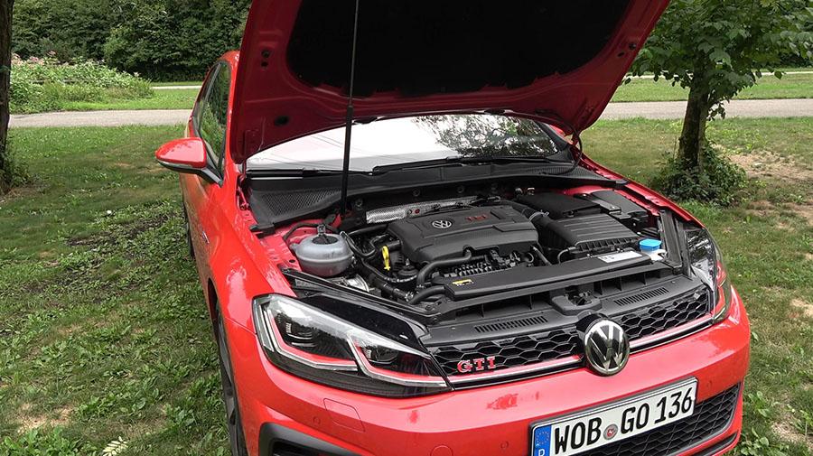 245 PS (180 kW) und 370 Nm Drehmoment: Der Motor im neuen VW Golf GTI Performance.