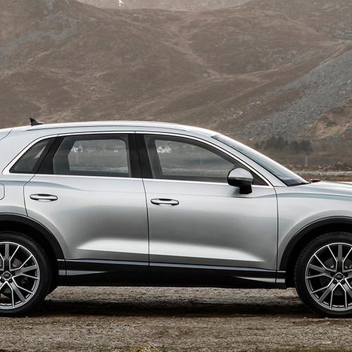 Audi Q3 2019, Seitenansicht, stehend, silbergrau