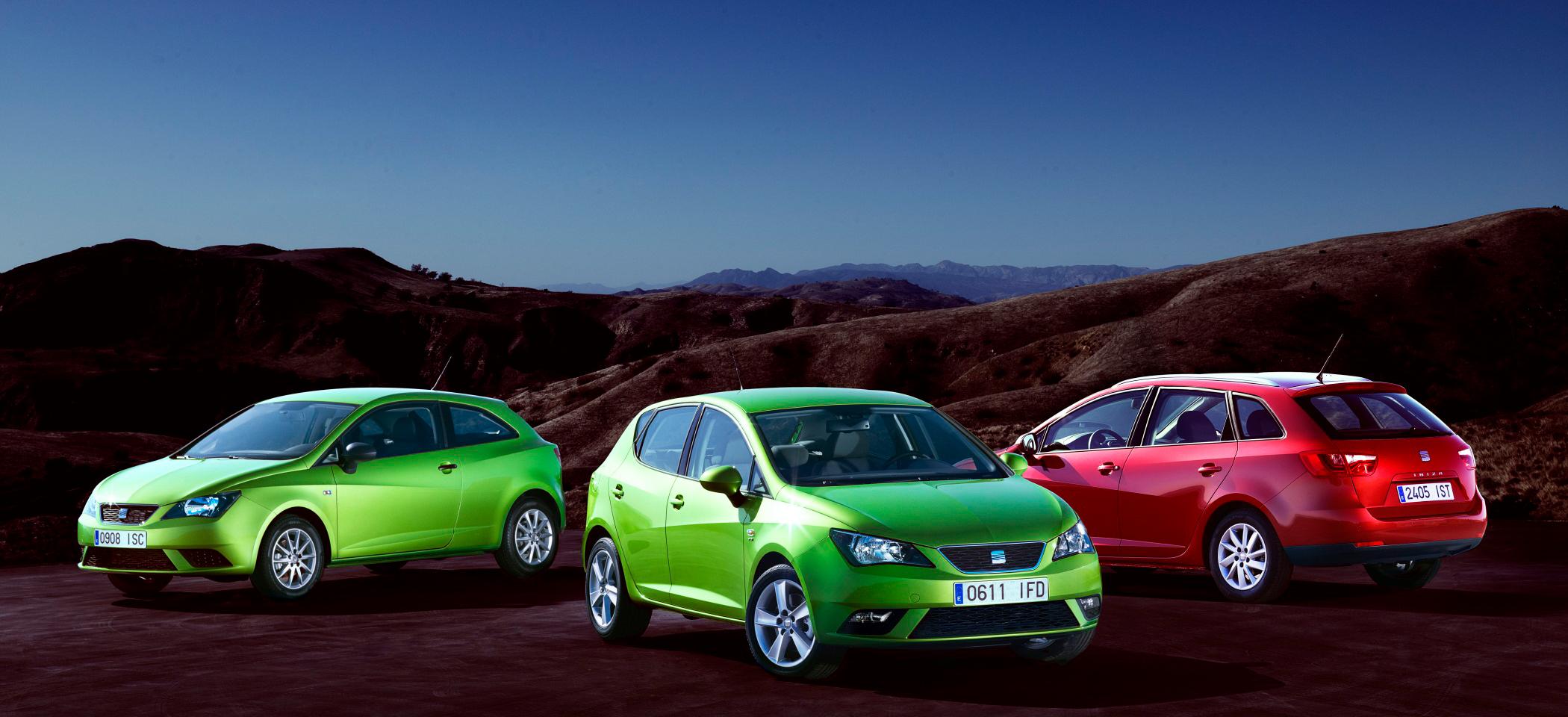 Drei Seat-Modelle, Halbseitenansicht von vorne und hinten