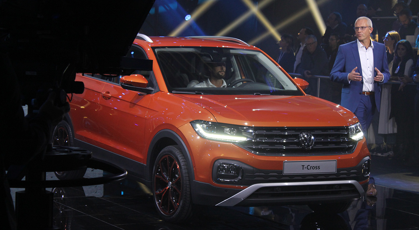 T-Cross-Baureihenleiter Andreas Krüger erläutert die Finessen des neuen Volkswagen SUV.