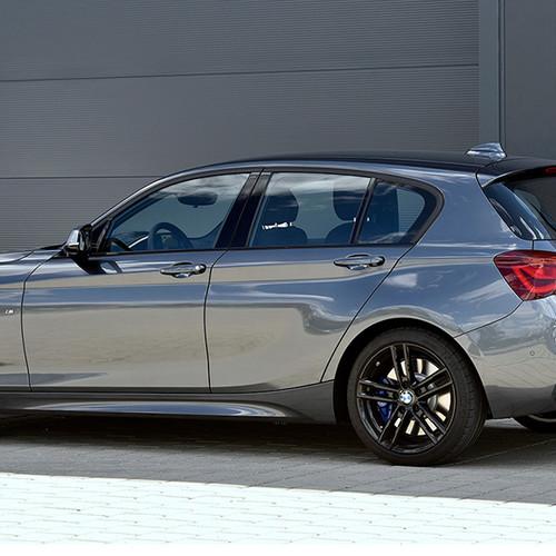 BMW 1er, Halbseitenansicht von hinten, stehend, dunkelgrau