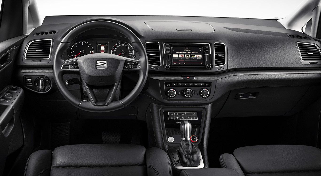 Das Cockpit ist in typischer VW-Manier übersichtlich konzipiert und besitzt eine gute Verarbeitung.