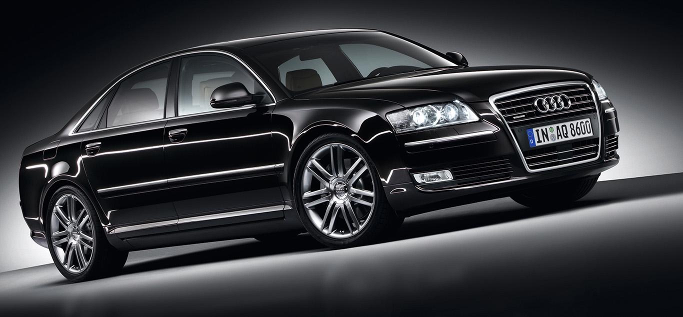 Ein schwarzer Audi A8 vom Typ D3/4E wie er von 2002 bis 2010 gebaut wurde.