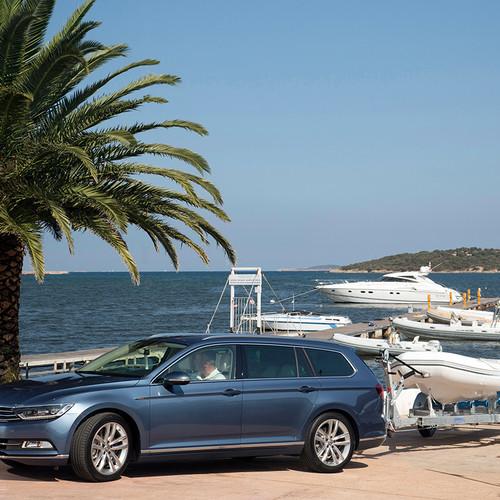 VW Passat Variant Hafen mit Bootsanhänger