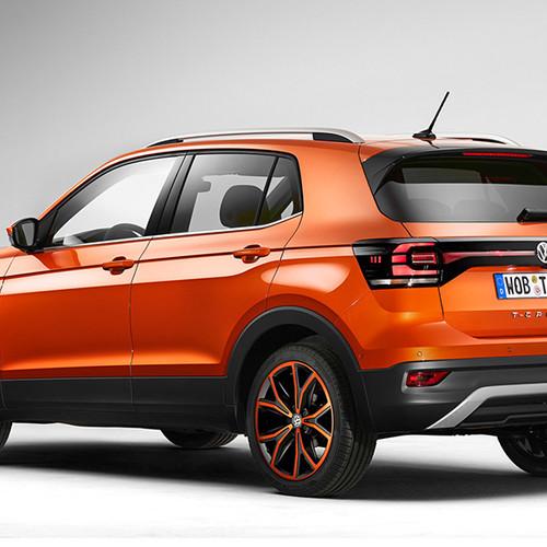 VW T-Cross, Halbseitenansicht von hinten, stehend, orange