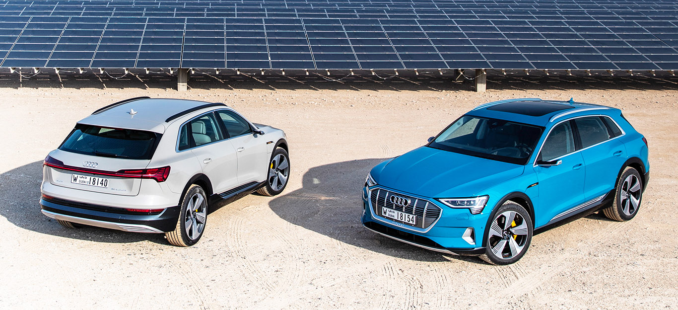 Audi e-tron, Elektro-SUV, blau, weiß