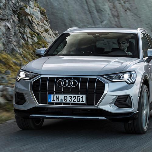 Audi Q3 2019, Frontansicht, fahrend, silbergrau