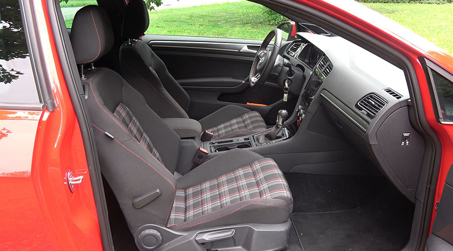 Macht was her: die Sitze im Karo-Chic gibt´s im GTI serienmäßig.