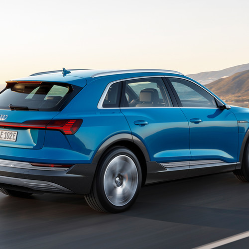 Audi e-tron, Elektro-SUV, Heckansicht, blau
