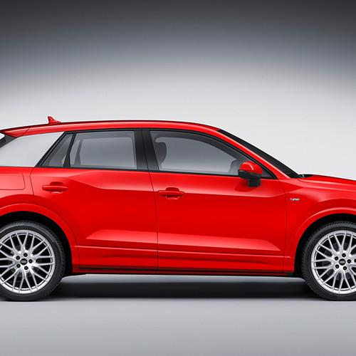 Audi Q2 Sport, Seitenansicht, stehend, rot