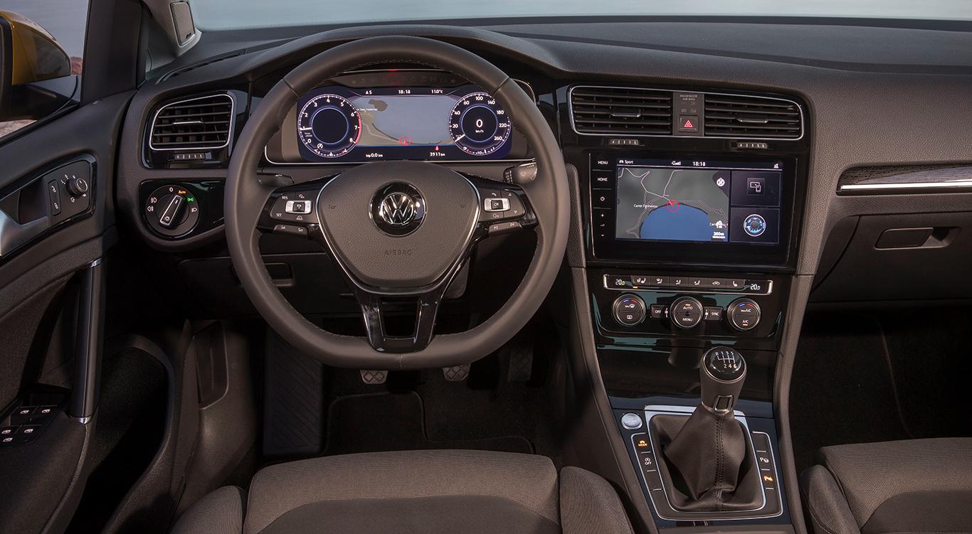 Aufgefrischt, vor allem auch im Inneren: Der VW Golf 7 kommt seit seinem Facelift auch mit 1,2 Zoll größerem Infotainment Display.