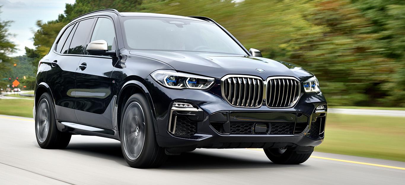 BMW X5, Halbseitenansicht von vorn, fahrend, schwarz