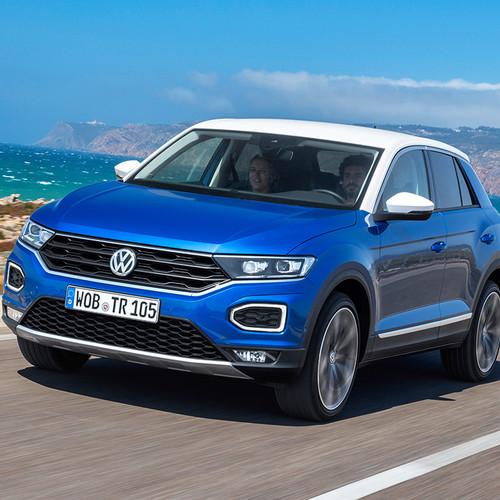 VW T-Roc, blau, Frontansicht, Fahraufnahme
