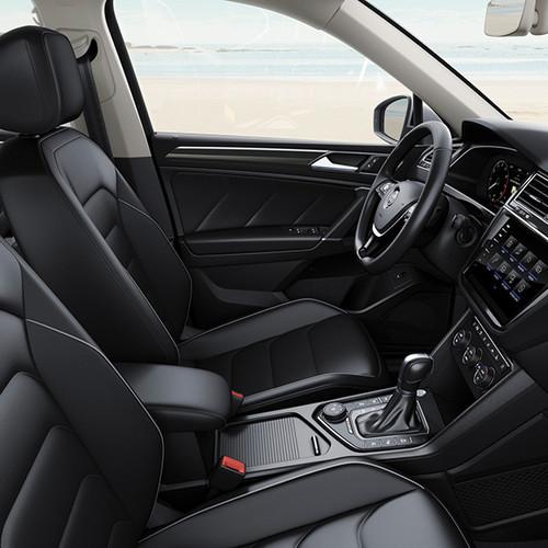 VW Tiguan Allspace, seitliche Innenansicht, Cockpit