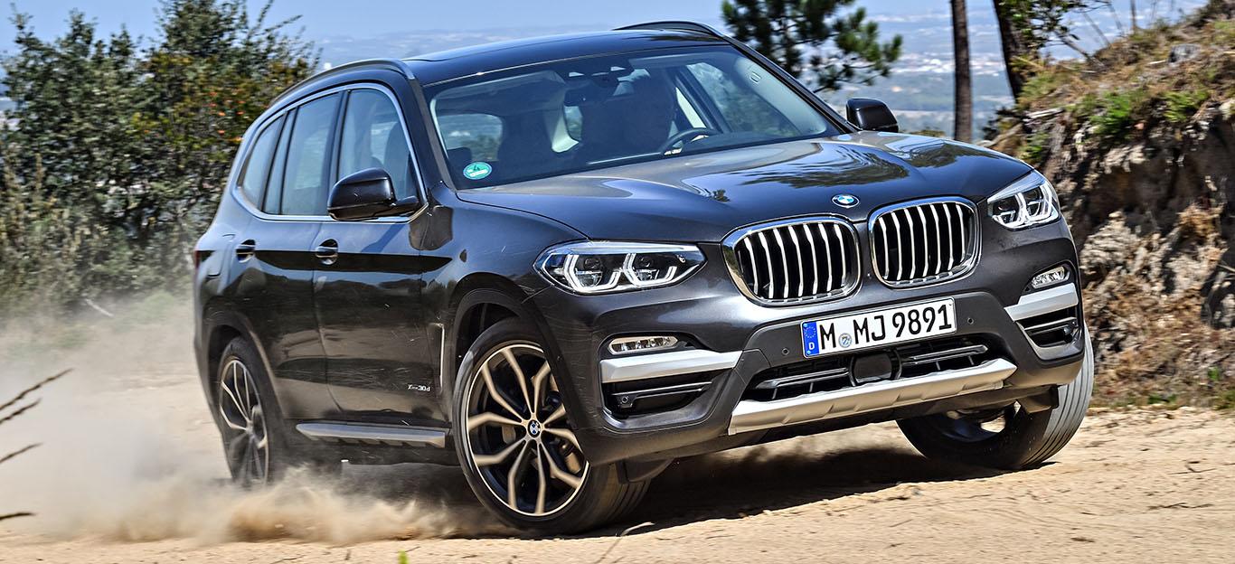 BMW X3 2018, Halbseitenansicht von vorne, Fahraufnahme