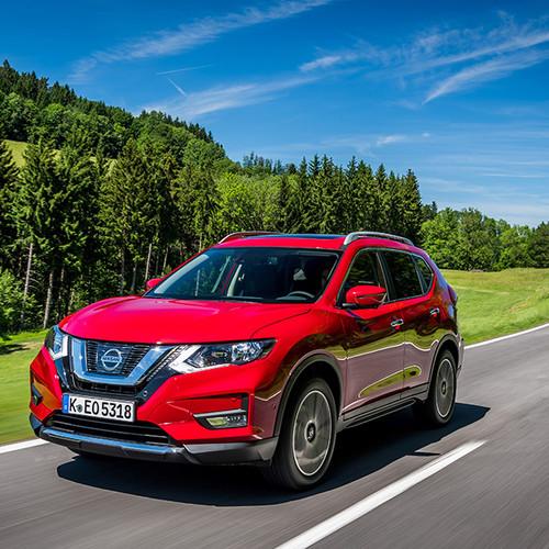 Nissan X-Trail, T32, Front-, Seitenansicht, rot