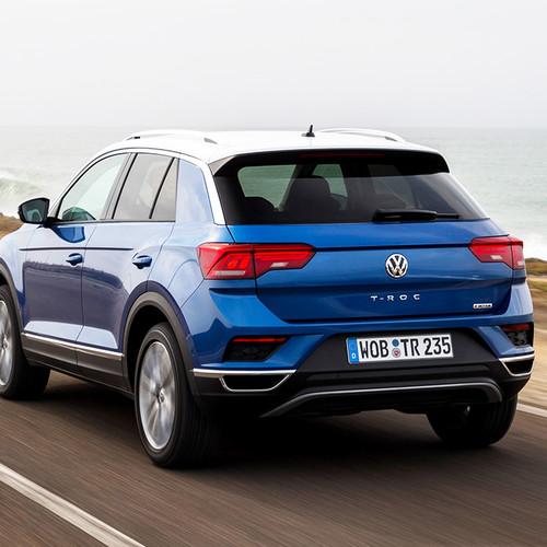 VW T-Roc, Heckansicht, Fahraufnahme