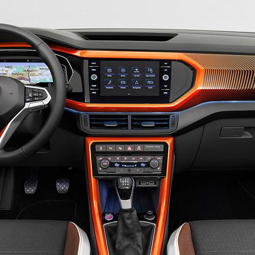 VW T-Cross, Innenansicht, Cockpit mit orangen Dekorelementen