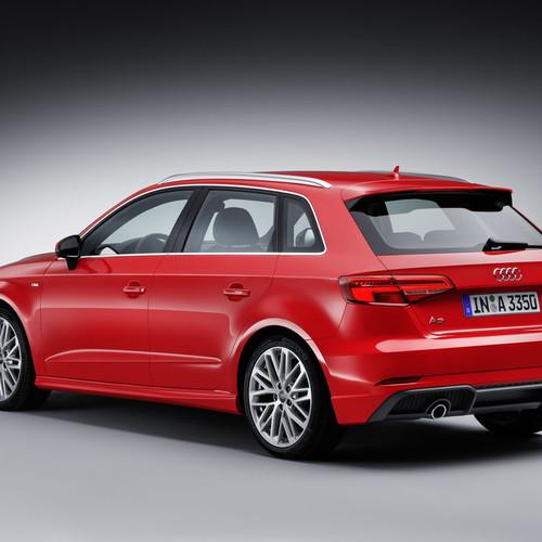 Ein roter Audi A3 Sportback Heckansicht.