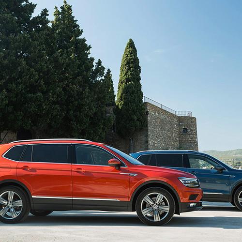 VW Tiguan Allspace, Seitenansicht zweier Modelle, orange und grau