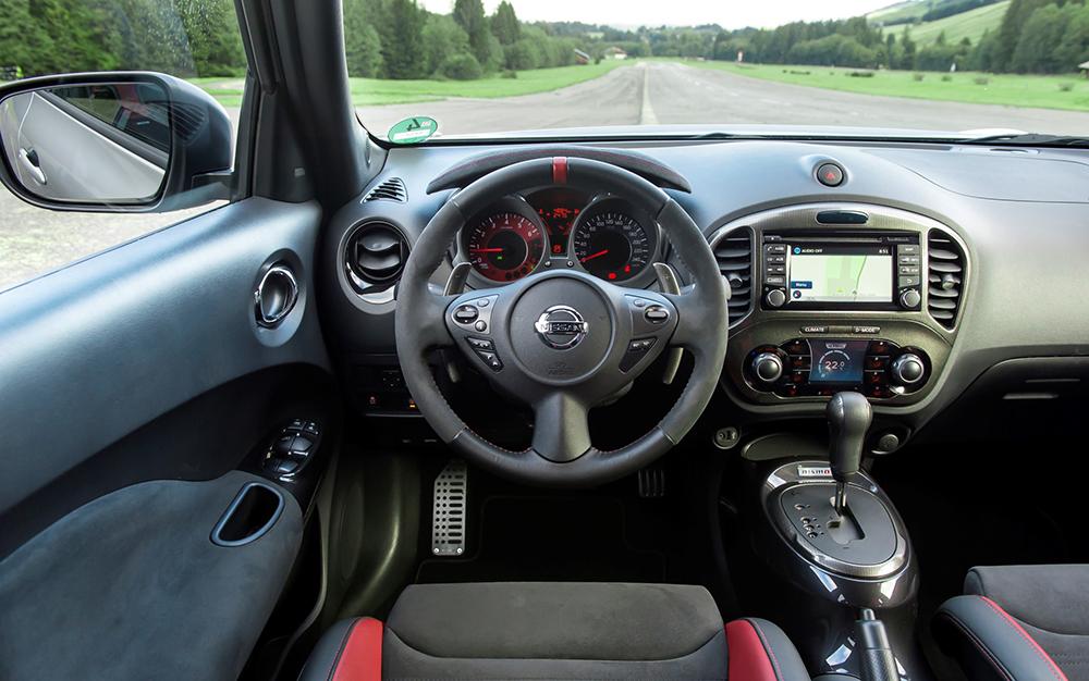 Blick ins Cockpit des Nissan Juke: Die Amaturen nehmen sich sehr übersichtlich aus.