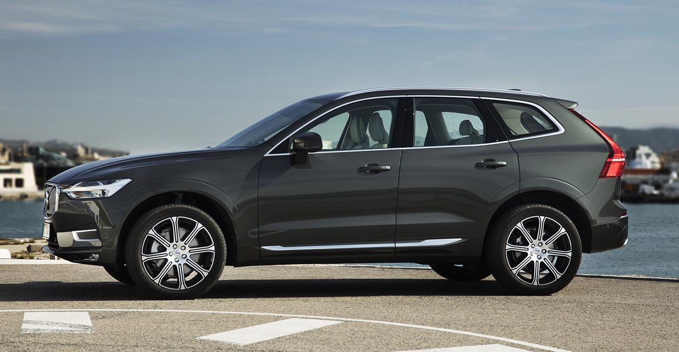 """Mit Ausnahme der """"Polestar Engineered""""-Linie ist das würzige """"Pine Grey Metallic"""" für alle Varianten des XC60 zu haben. Hier am Beispiel des Volvo XC60 """"Inscription""""."""