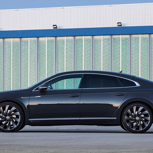VW Arteon, Seitenansicht, stehend, dunkelblau