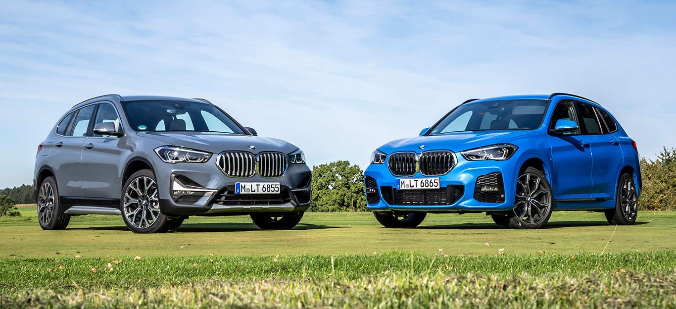 BMW X1, zwei Modelle in Halbseitenansicht von vorne, stehend in grün und blau