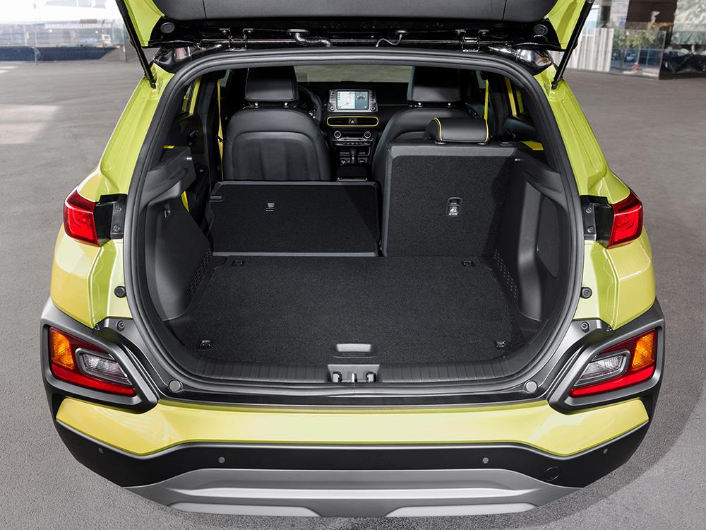 Verzichtet man auf die aufrechte Rückbank und legt diese um, bietet der Hyundai-Kona-Kofferraum maximal 1.143 Liter Stauraum.