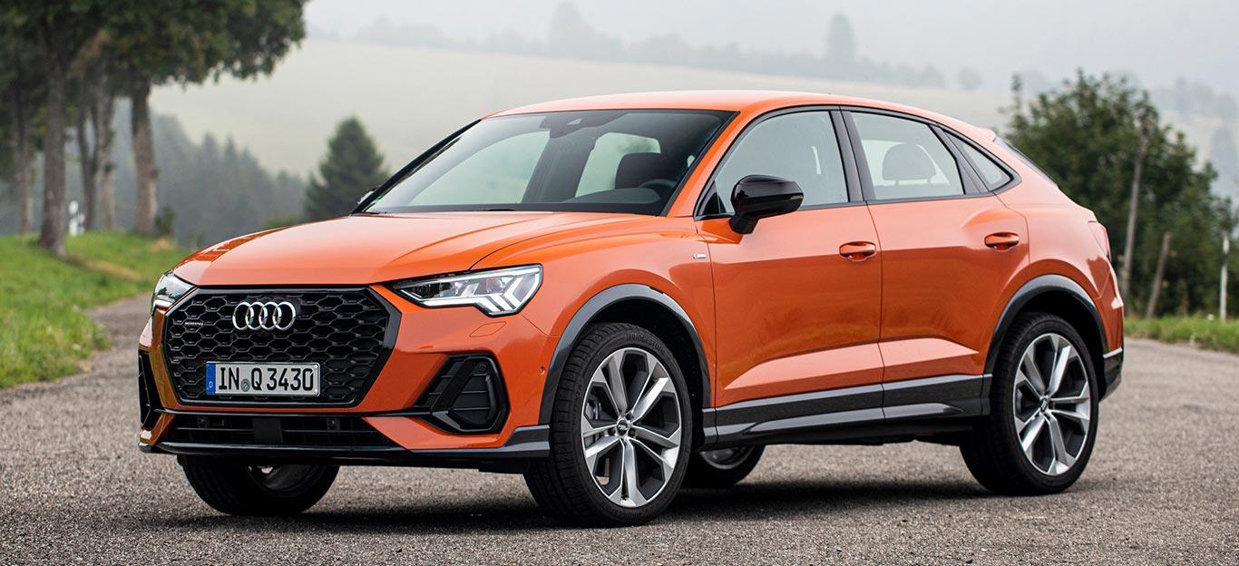 Audi Q3 Sportback, Halbseitenansicht von vorn, stehend, orange