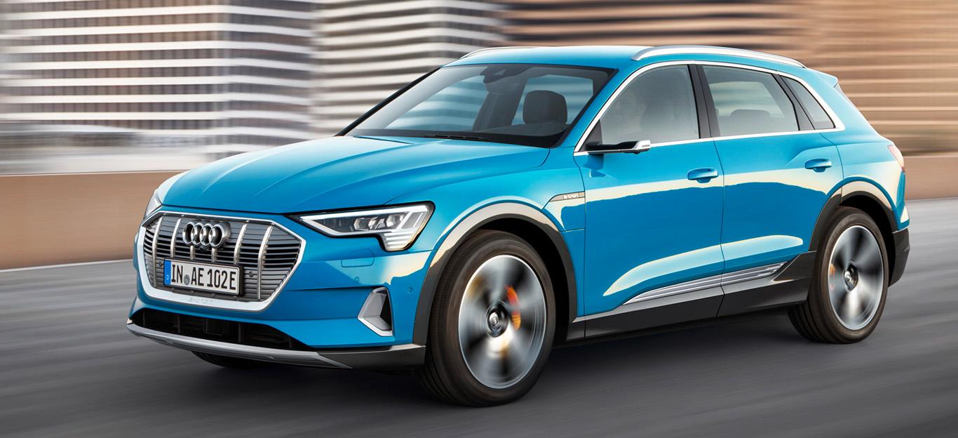 Audi e-tron quattro, blau, fahraufnahme