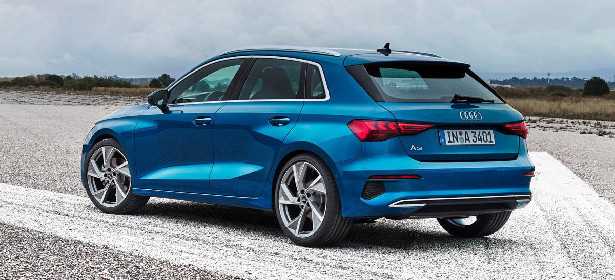 Audi A3 2020, Halbseitenansicht von hinten, stehend, blau