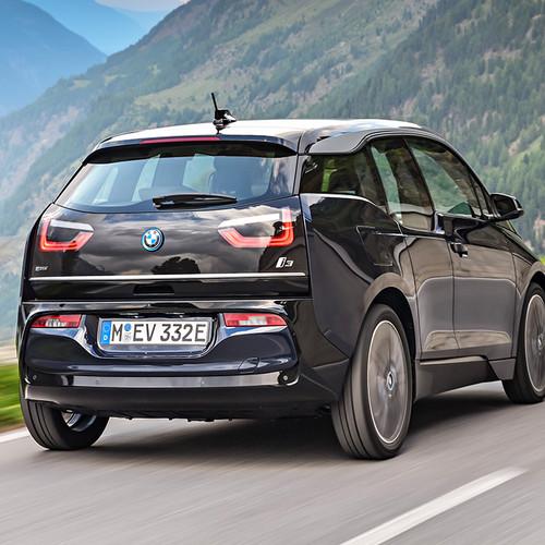 BMW i3 2018 Facelift Heckansicht Fahraufnahme