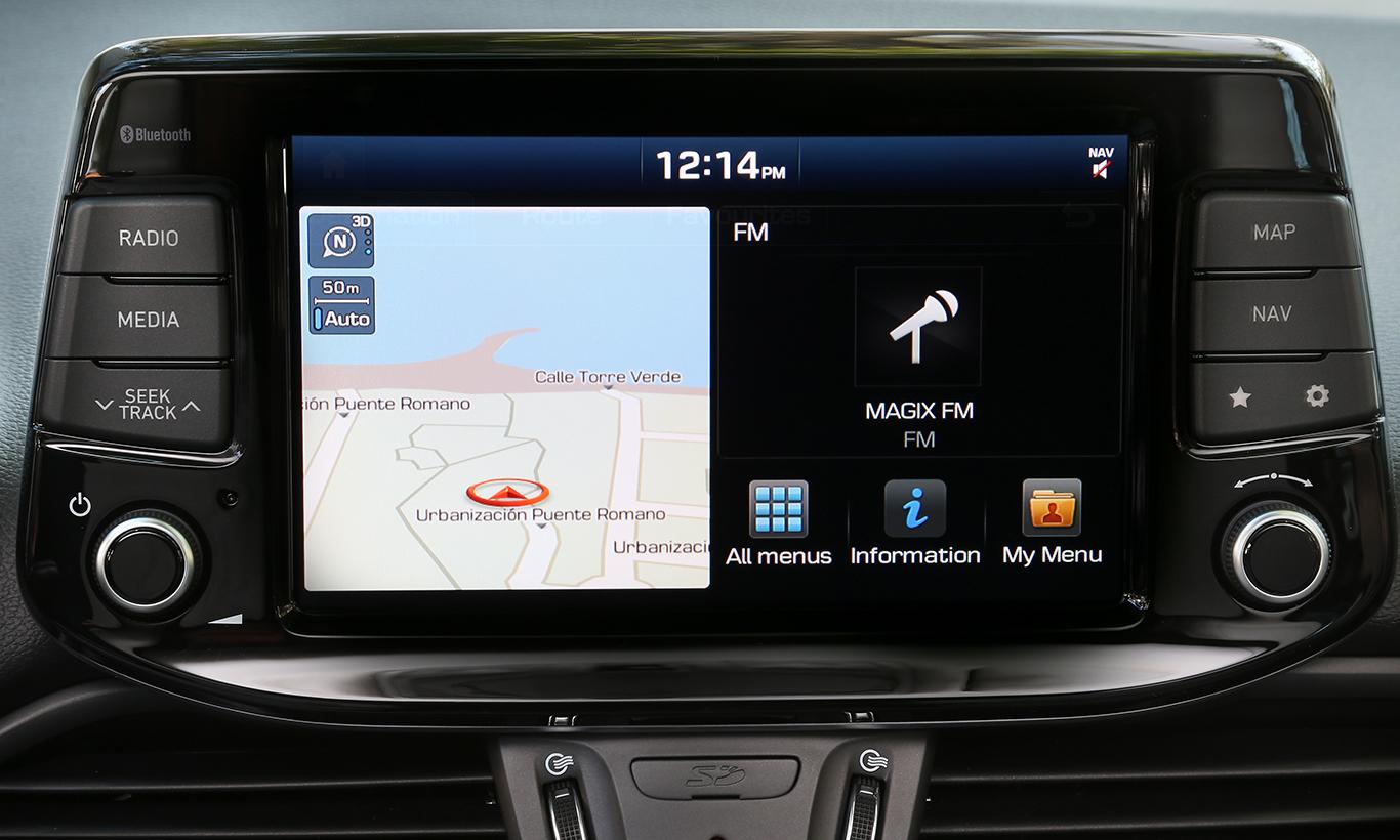 """Digital wird es erst ab """"Trend"""": Das zuwählbare Navigations-Paket bietet den 8-Zoll-Farb-Touchscreen, das Radio-Navigationssystem mit Sprachbedienung und noch einiges mehr. 650 Euro werden dafür fällig."""