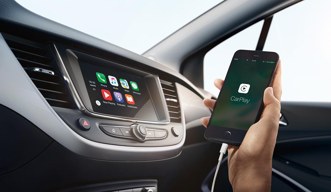 """Ab der Ausstattungslinie """"Edition"""" bereits in Serie verbaut: Smartphone-Integration via Apple CarPlay."""