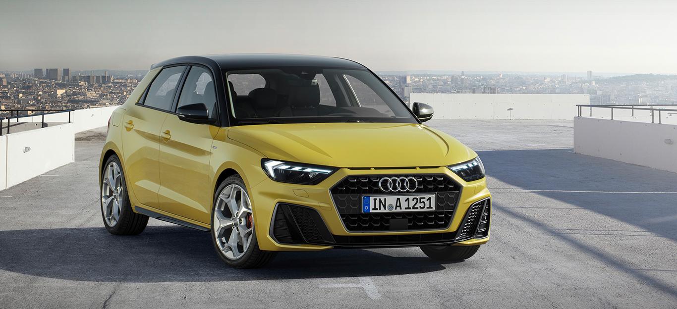 Audi A1 Sportback, Halbseitenansicht von vorn, stehend, gelb