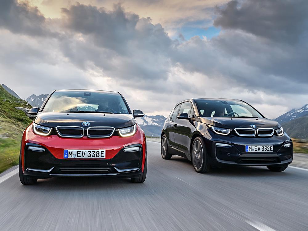 Seite an Seite: Die neue Sportversion BMW i3s (l.) und das BMW i3 Facelift 2018.