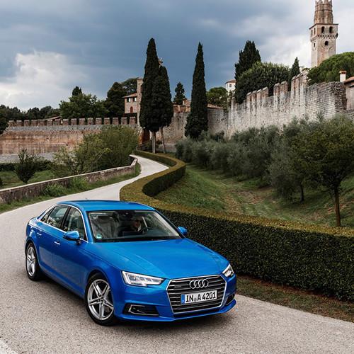 Halbseitenansicht der Audi A4 Limousine