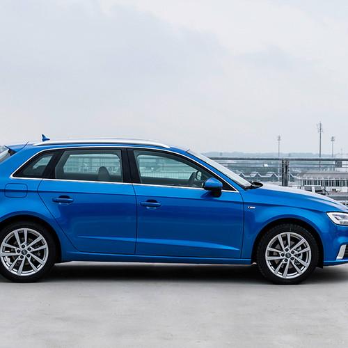 Audi A3 Sportback, Seitenansicht, stehend, blau
